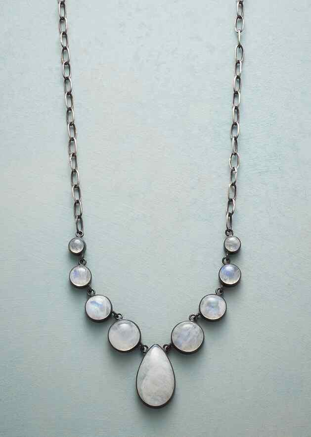 GLOWING MOONLIGHT NECKLACE