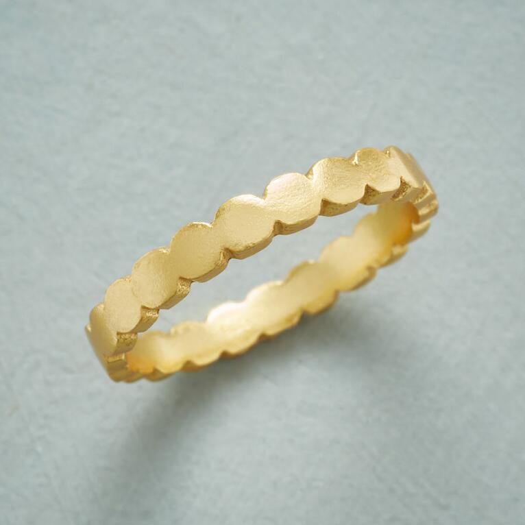 SCALLOPED SUBTLETIES RING