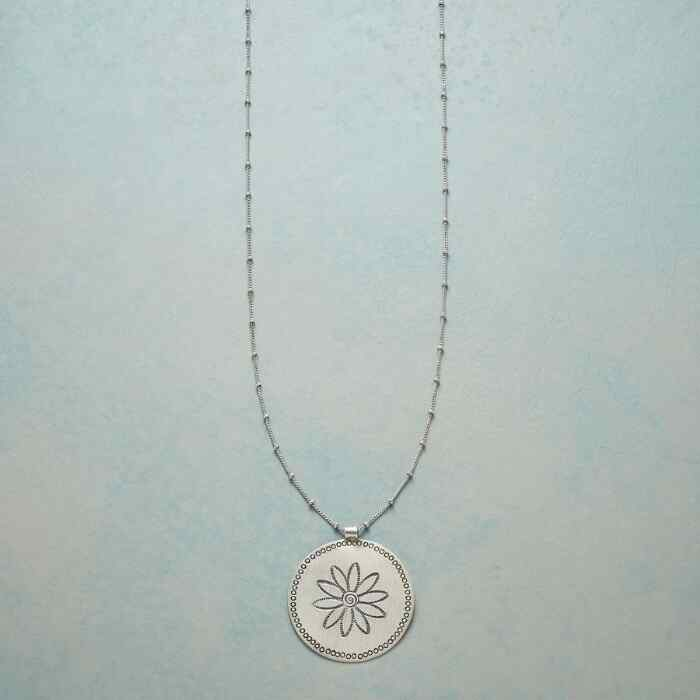 DOTS AND DAISY NECKLACE