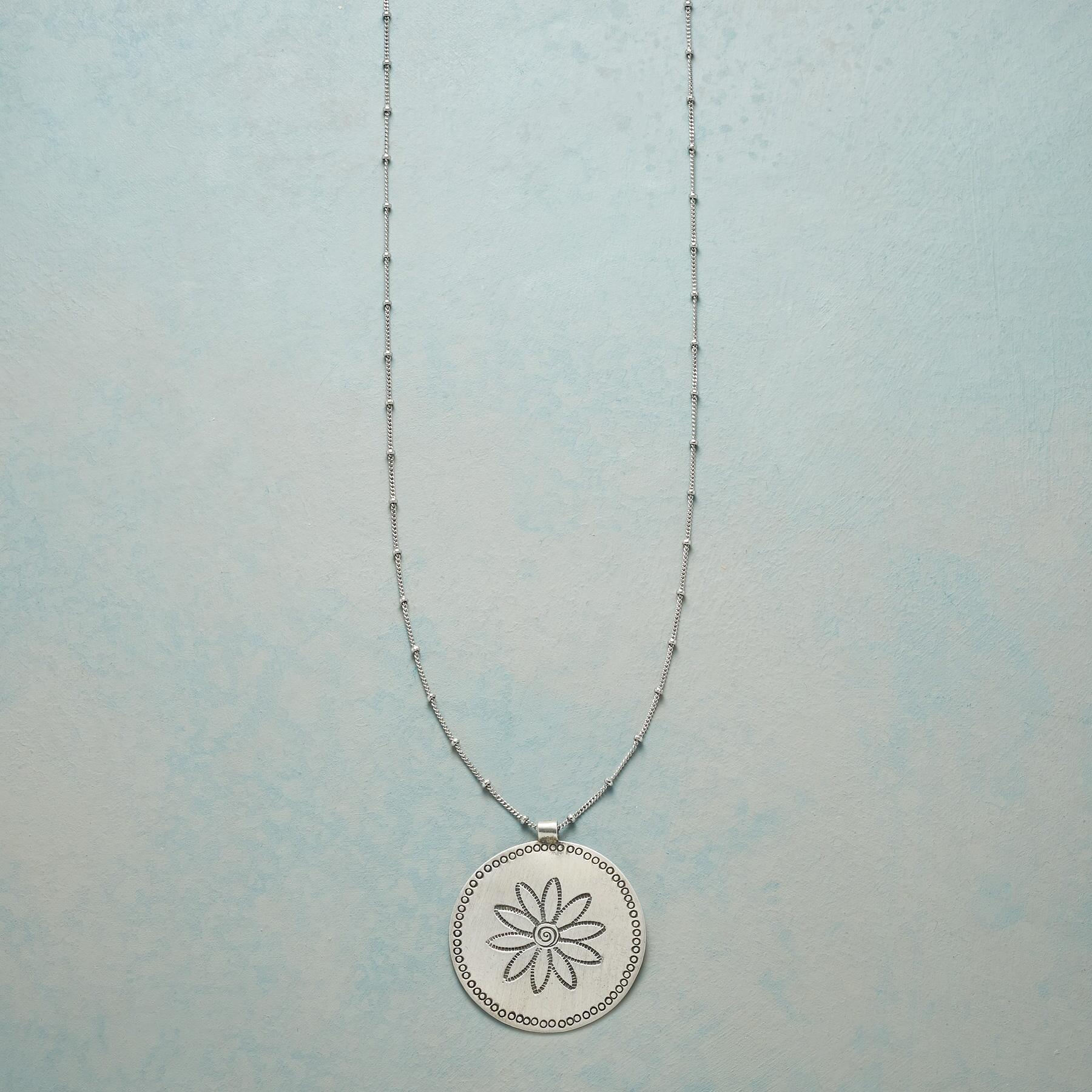 DOTS AND DAISY NECKLACE: View 1
