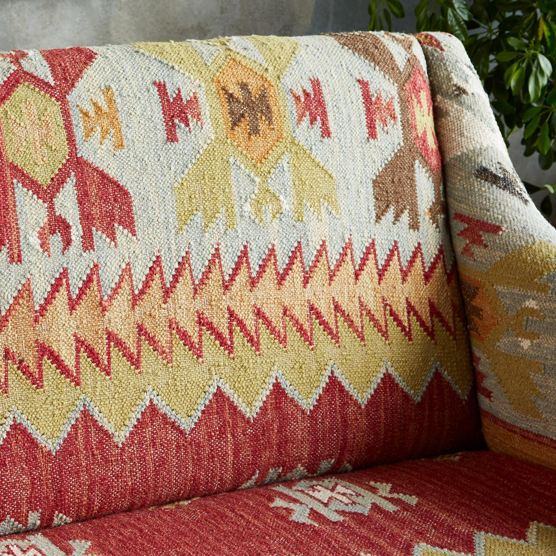 SUMMERHOUSE KILIM LOVESEAT: View 5