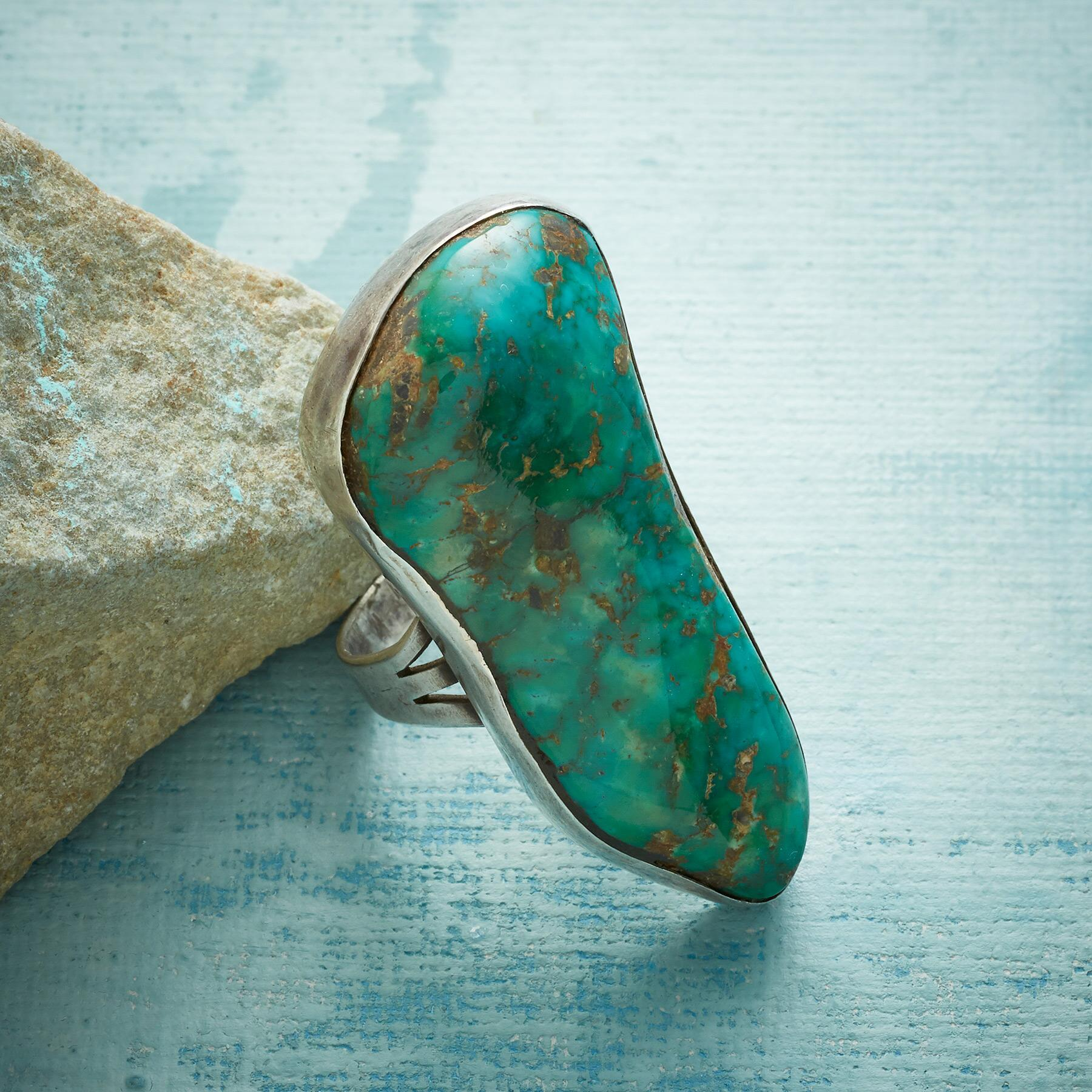 1950S EMERALD VALLEY RING: View 1