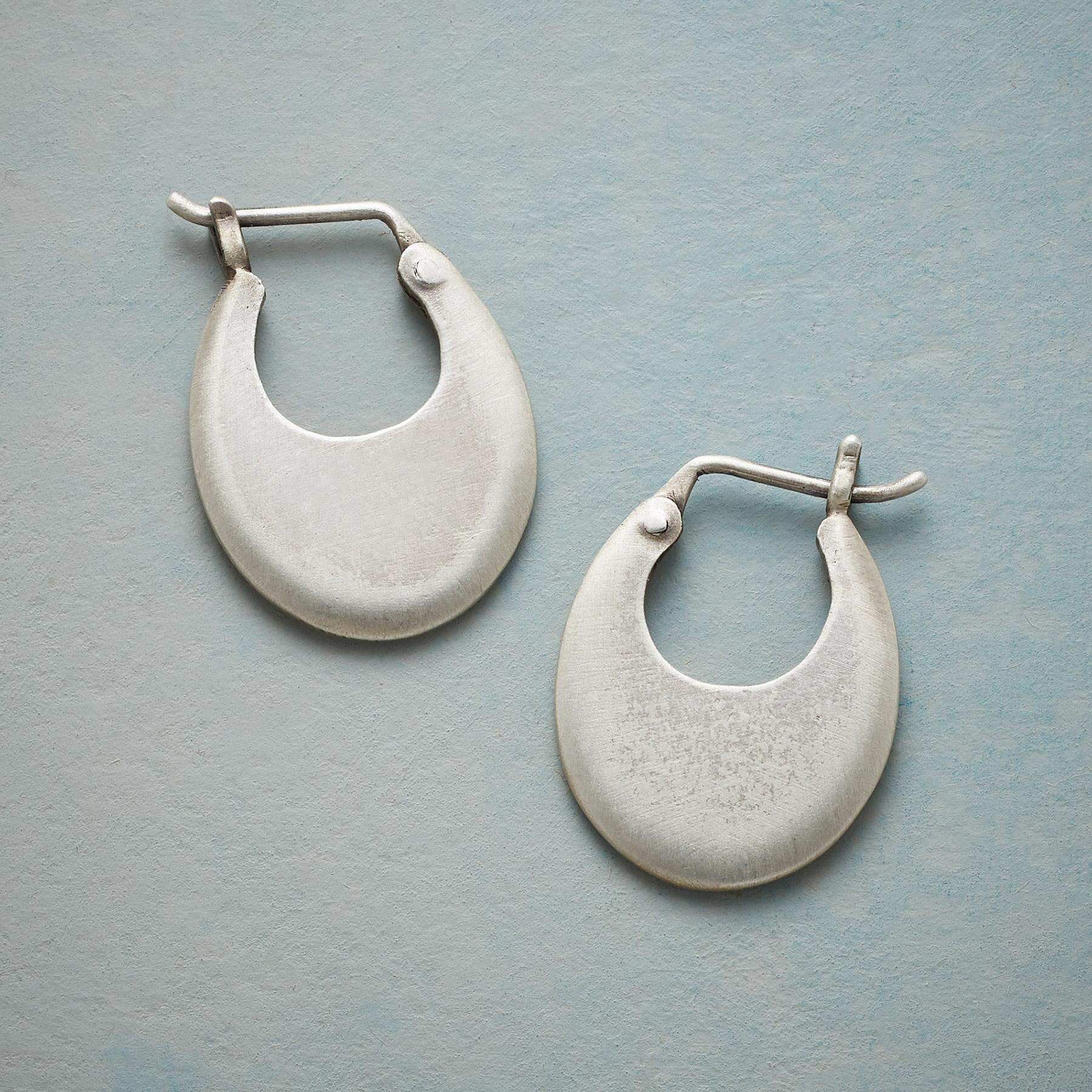 ESSENTIALLY MODERN HOOP EARRINGS: View 1