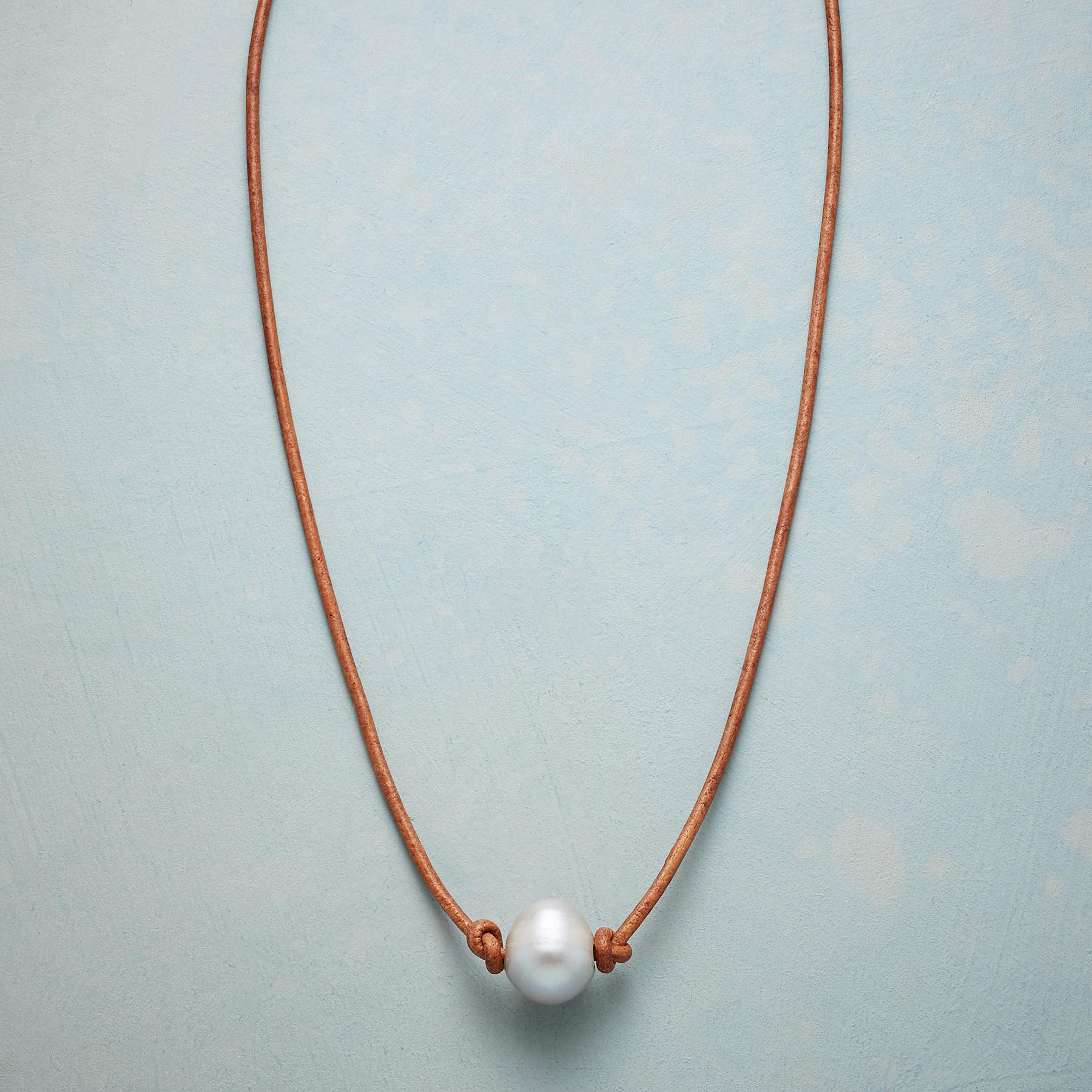 GRACEFUL PEARL NECKLACE: View 1