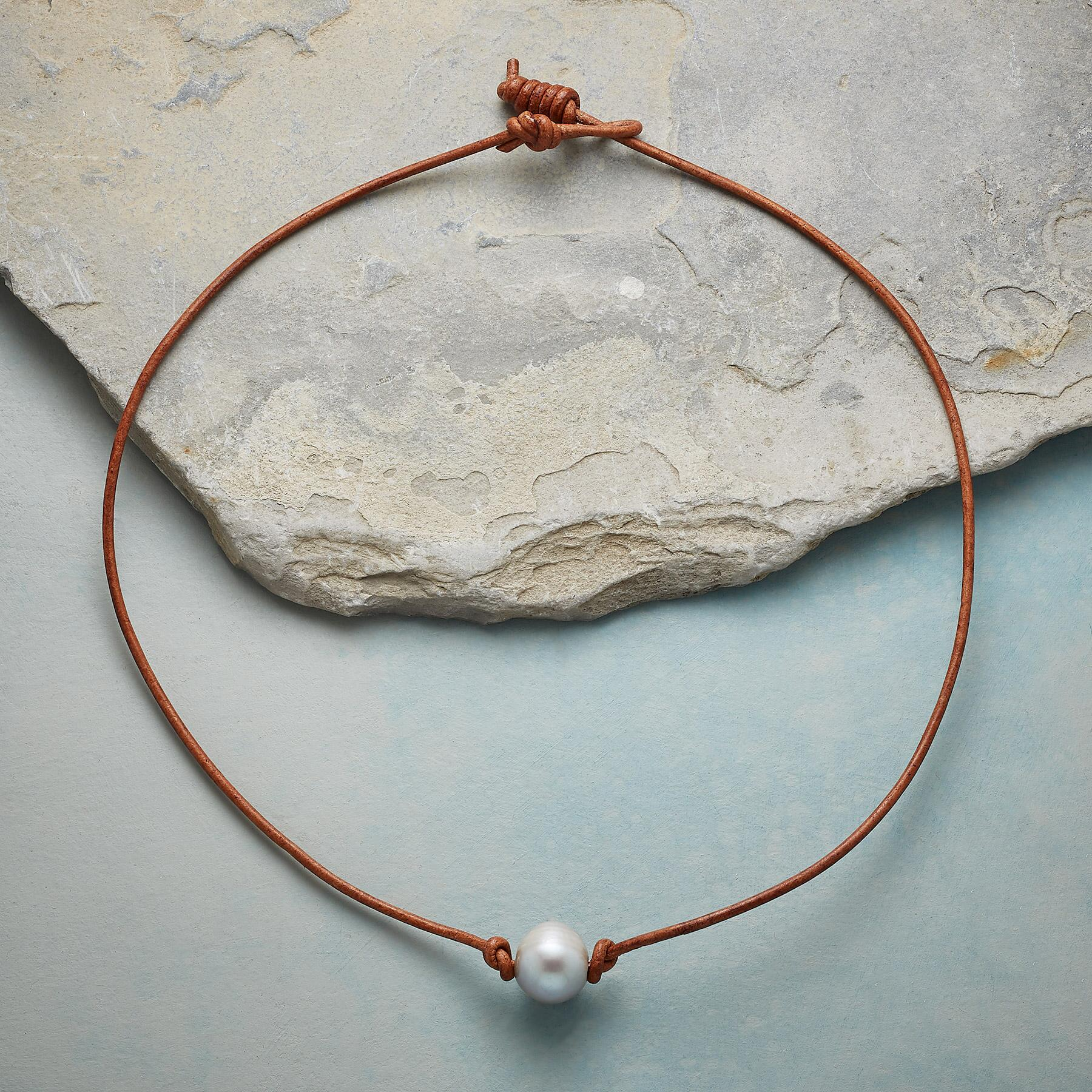 GRACEFUL PEARL NECKLACE: View 2
