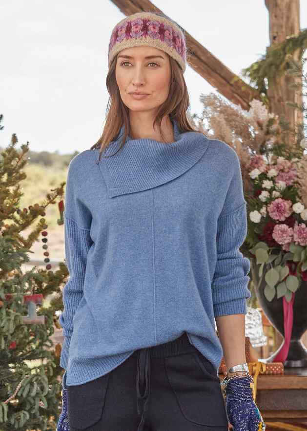 ENVELOPE NECK CASHMERE SWEATER