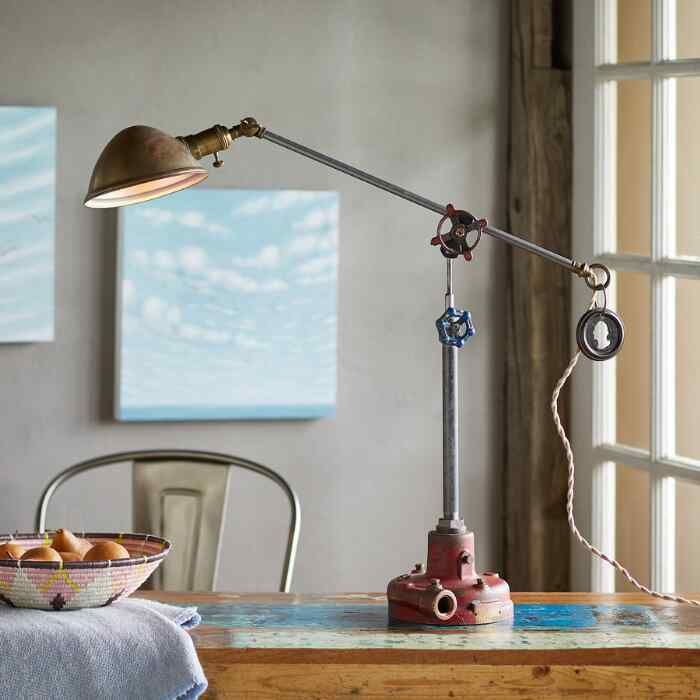 BECKER TABLE LAMP
