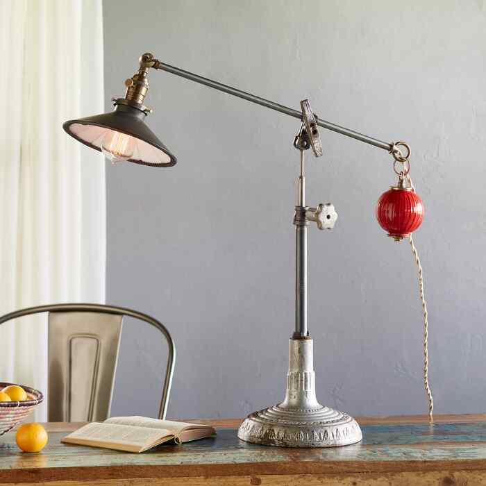 LEON TABLE LAMP