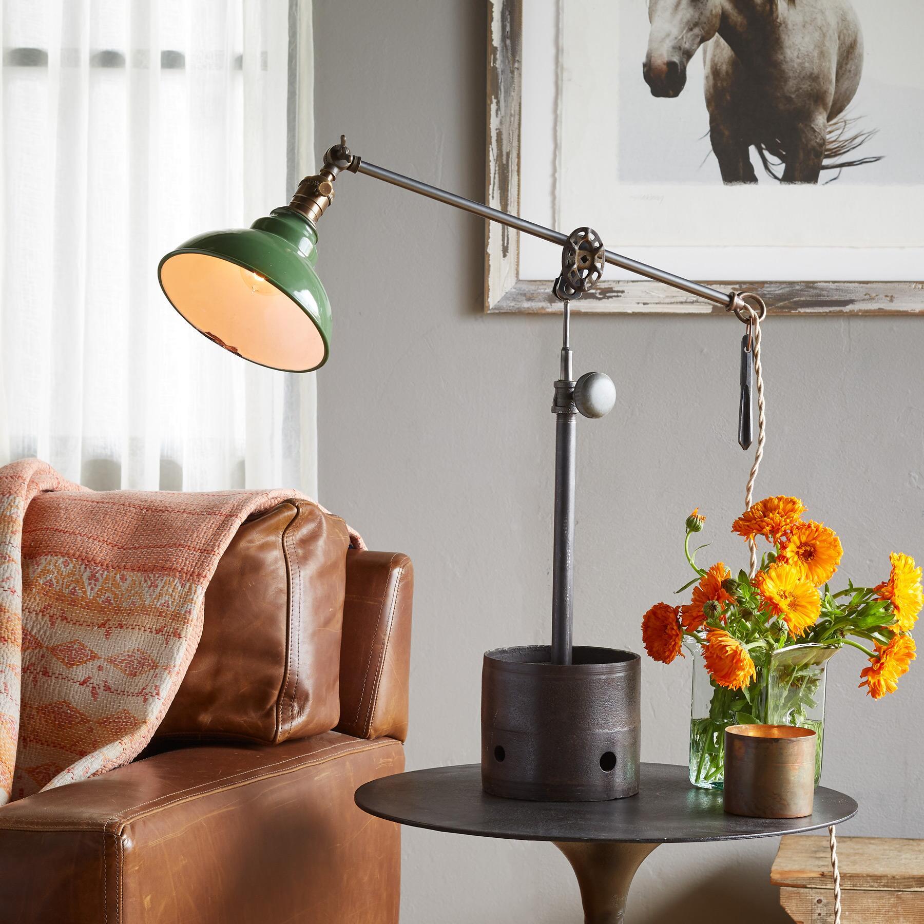 HAMISH TABLE LAMP: View 1