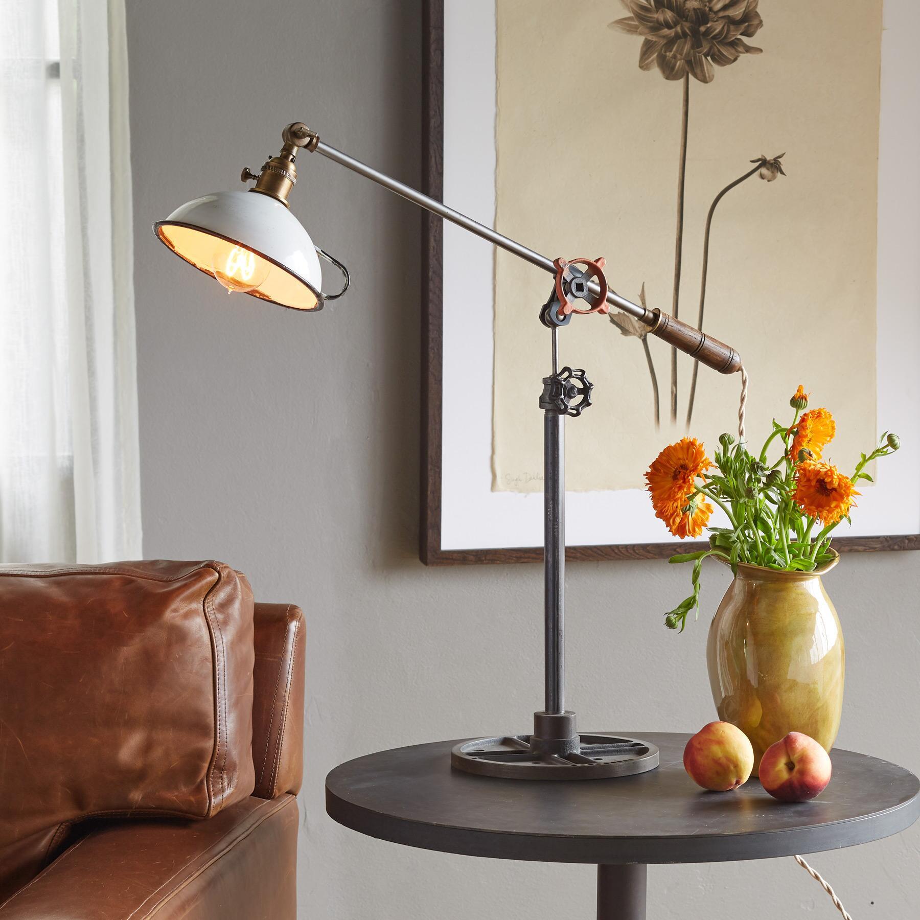 CALDER TABLE LAMP: View 1