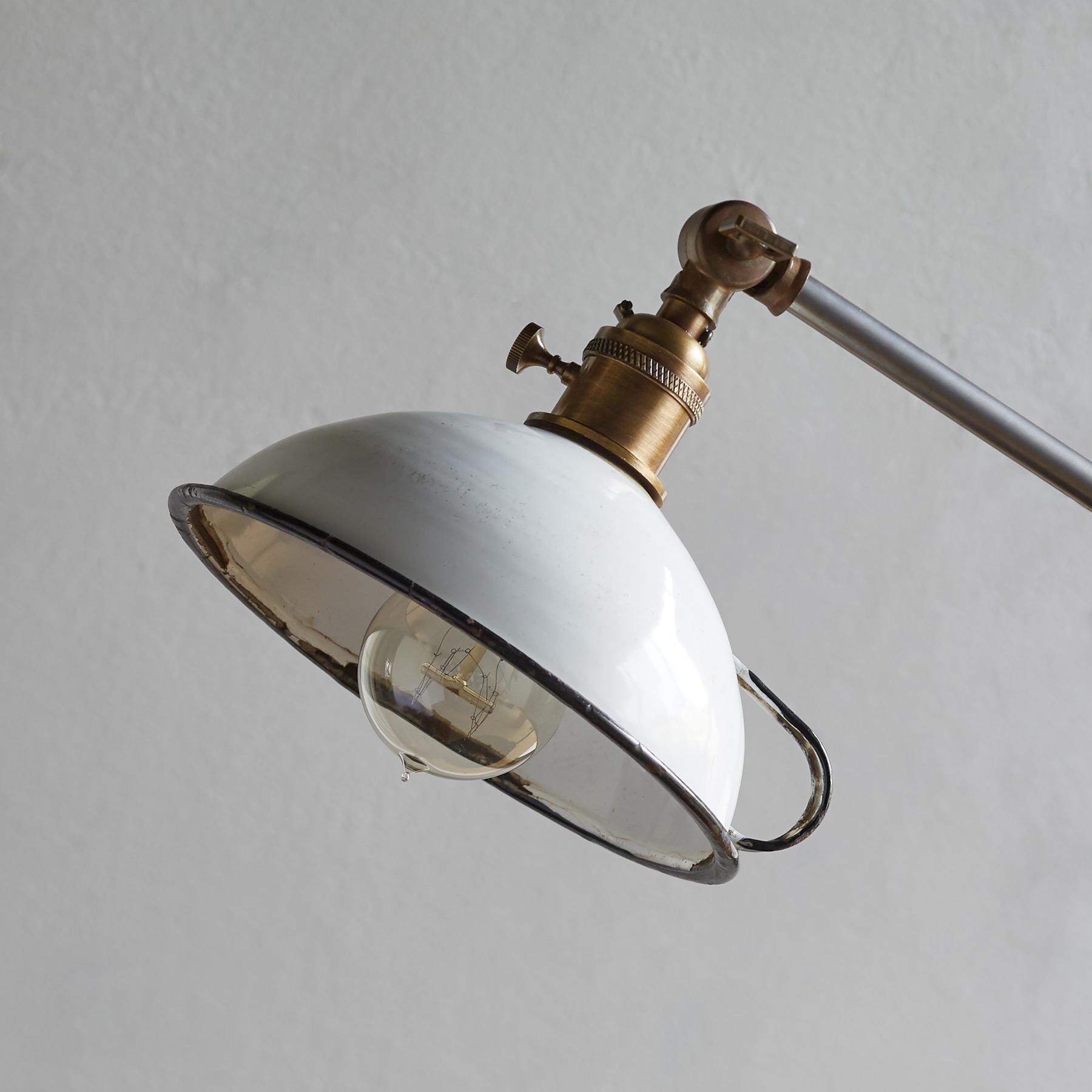 CALDER TABLE LAMP: View 2