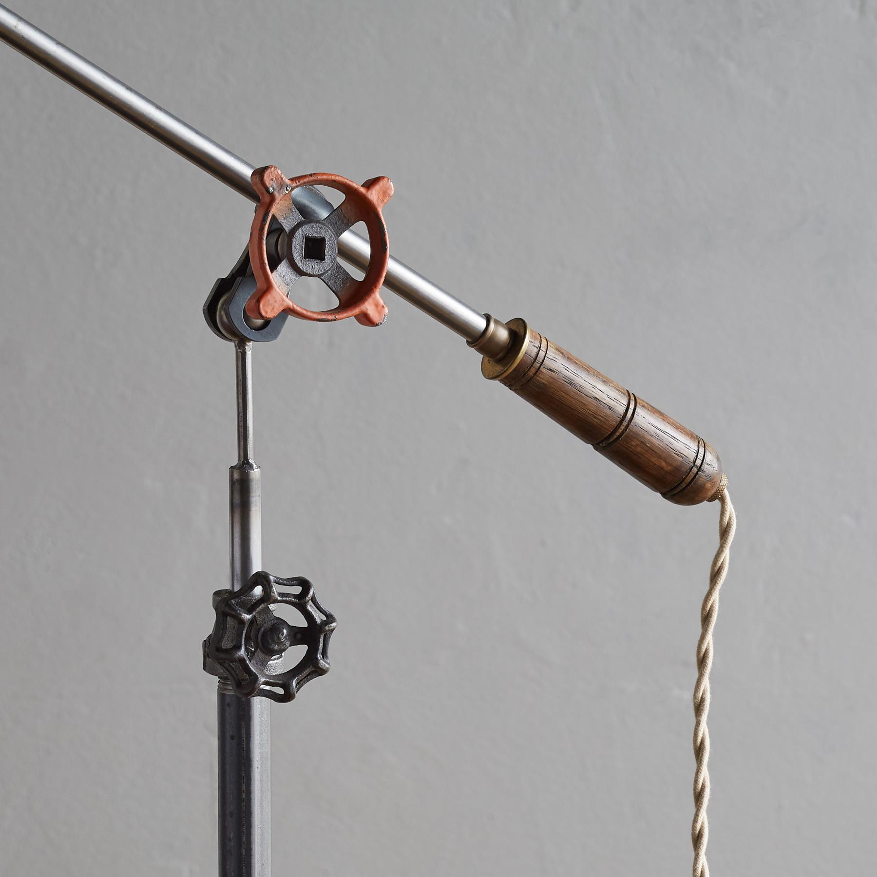CALDER TABLE LAMP: View 3