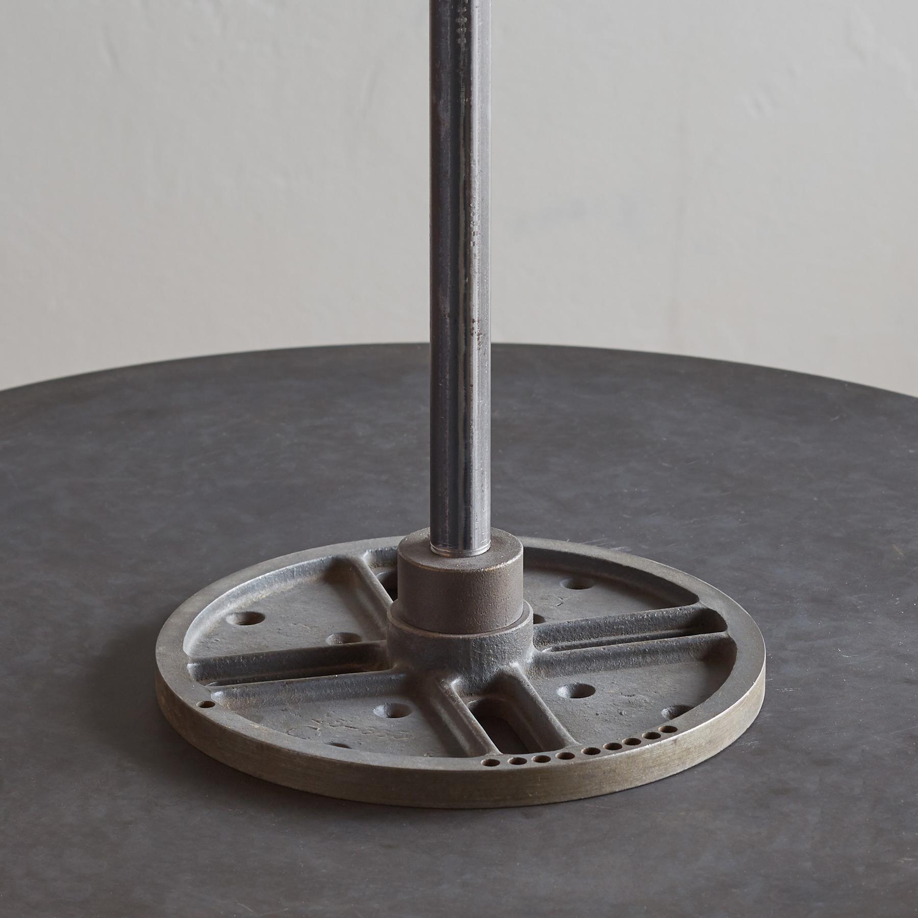 CALDER TABLE LAMP: View 4