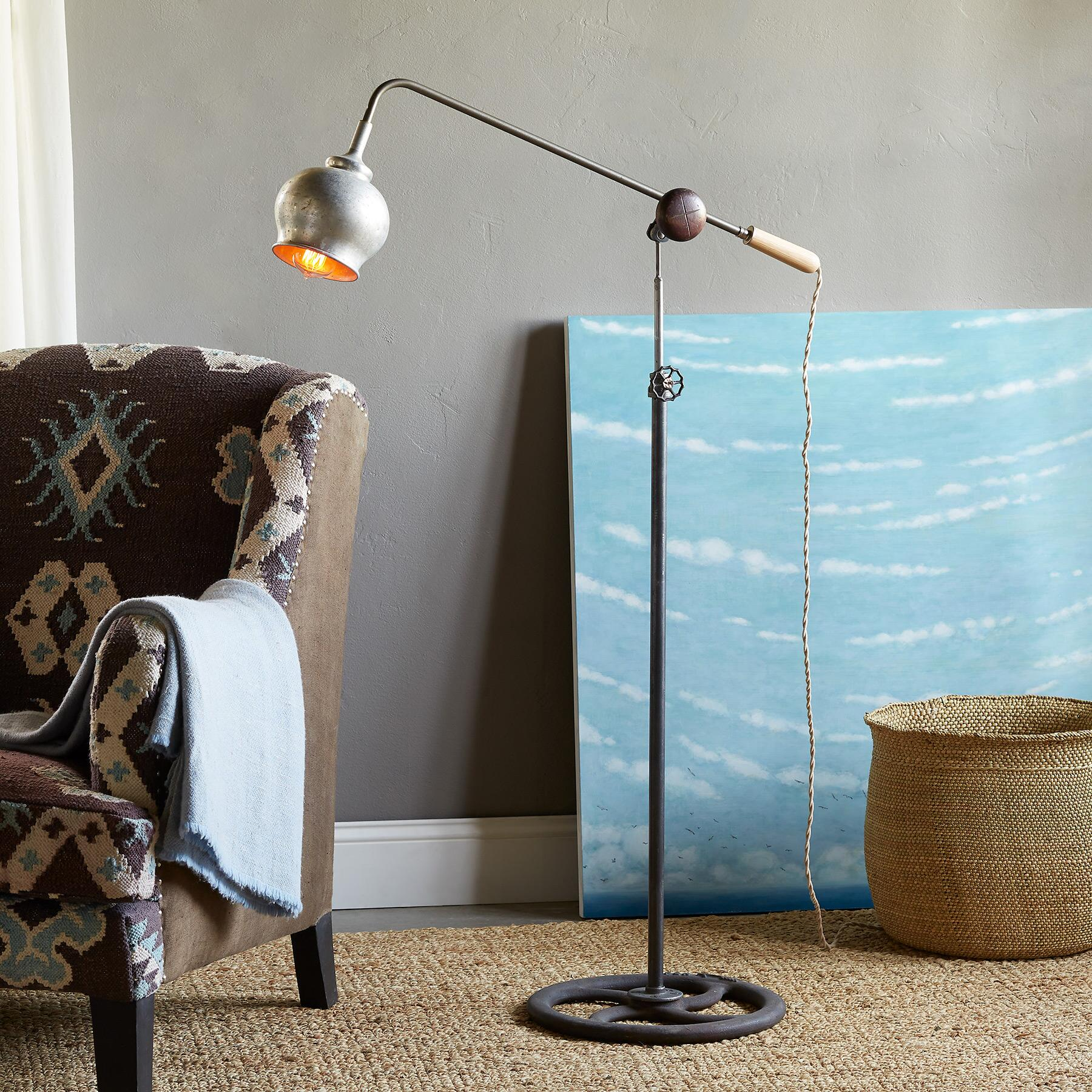 AKRON FLOOR LAMP: View 1