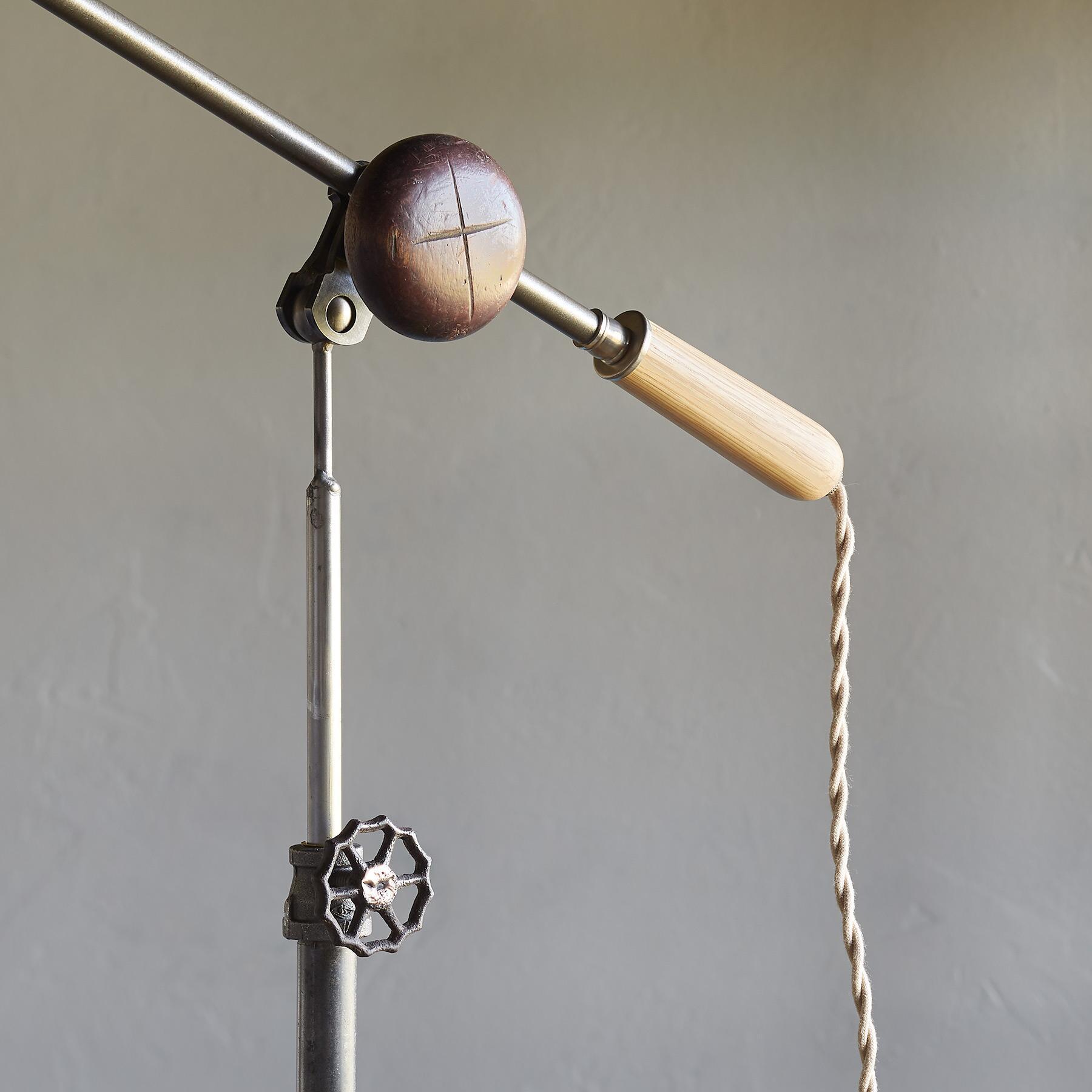 AKRON FLOOR LAMP: View 3