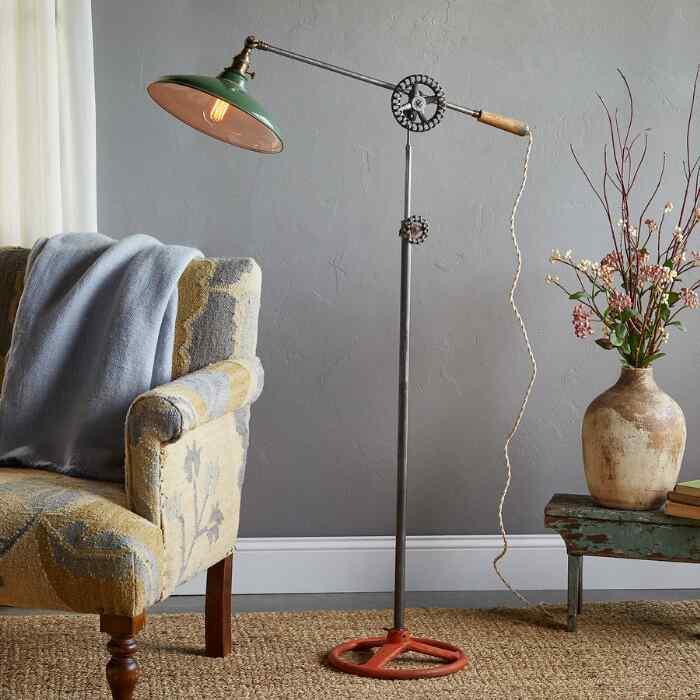 MANSFIELD FLOOR LAMP