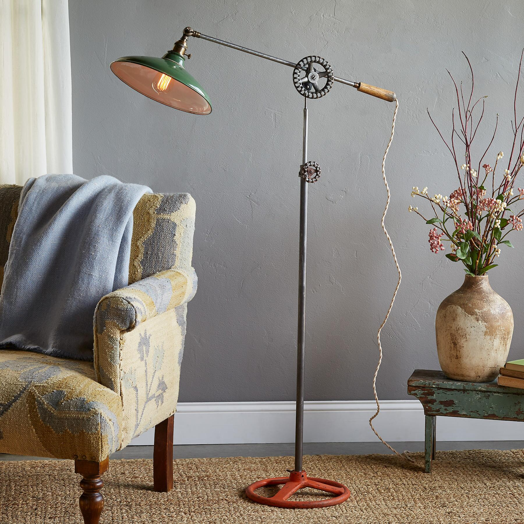 MANSFIELD FLOOR LAMP: View 1