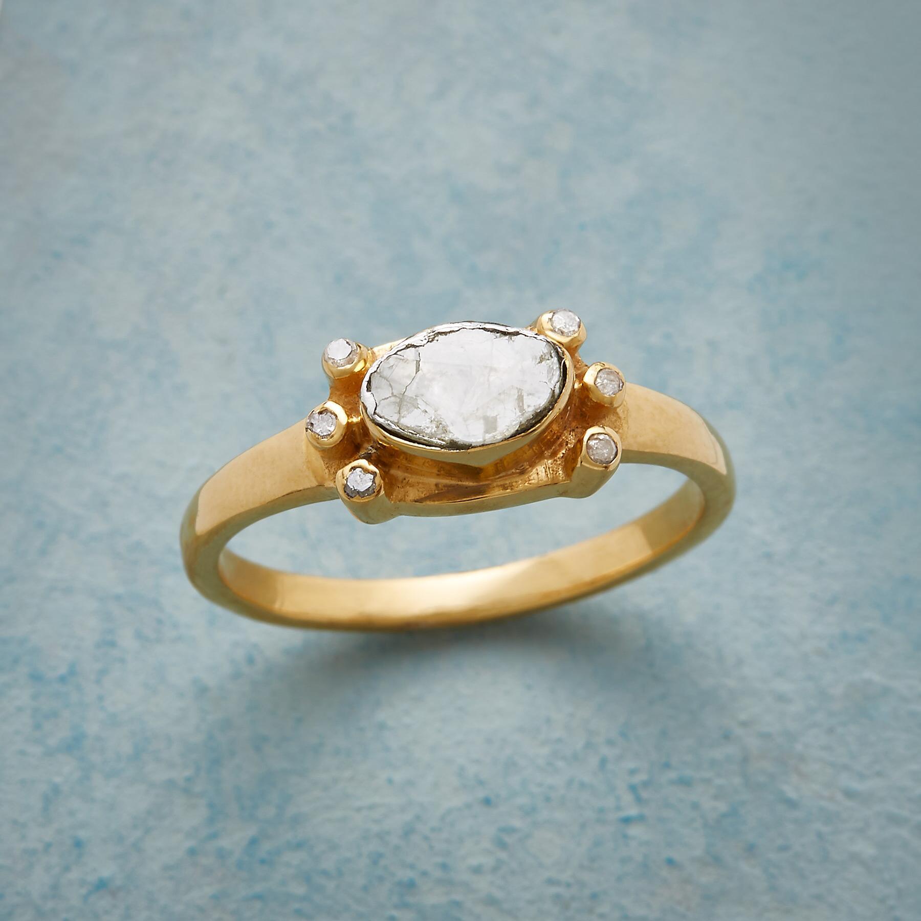 DEBUT DIAMOND RING: View 1