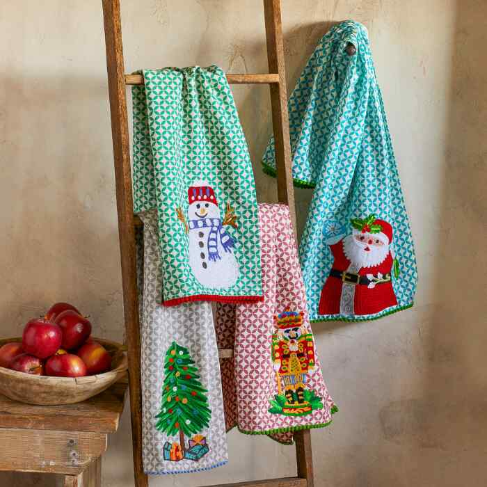 HOLIDAY TEA TOWELS