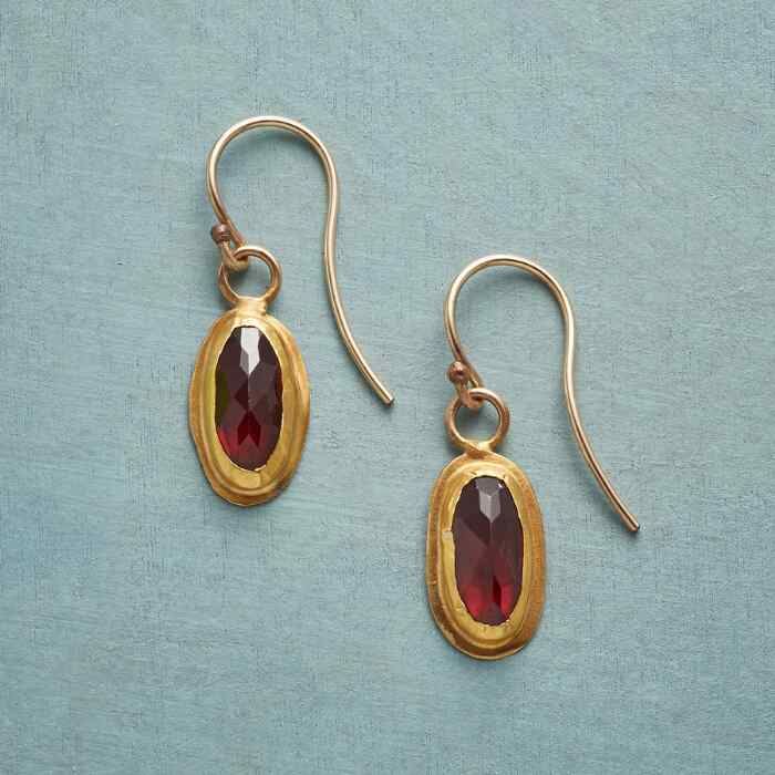 SCARLET LUXE EARRINGS
