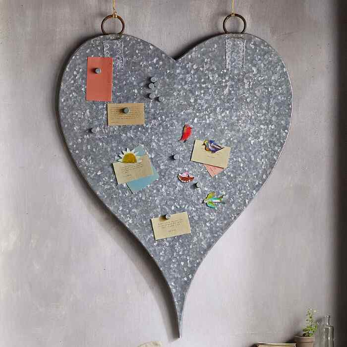 STEEL HEART MAGNET BOARD