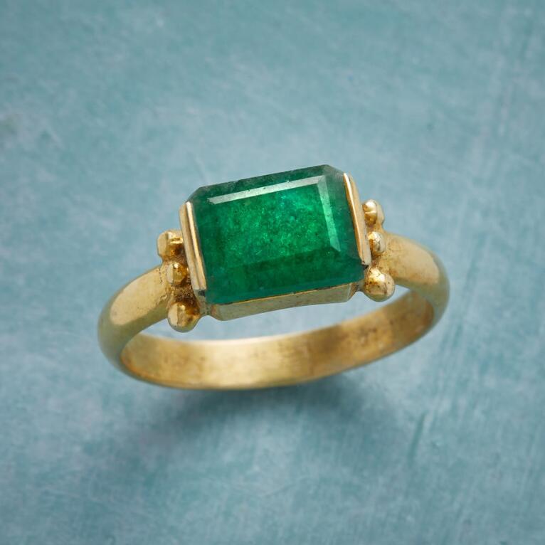 CASTLE GREEN RING