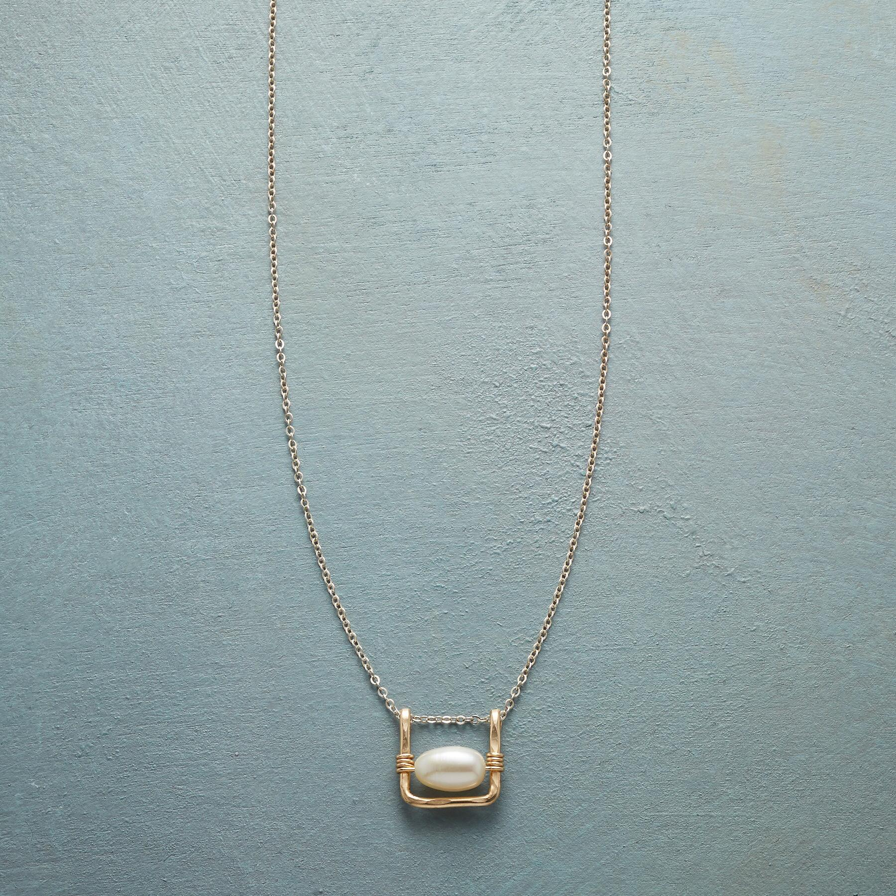 PEARL SWING NECKLACE: View 1