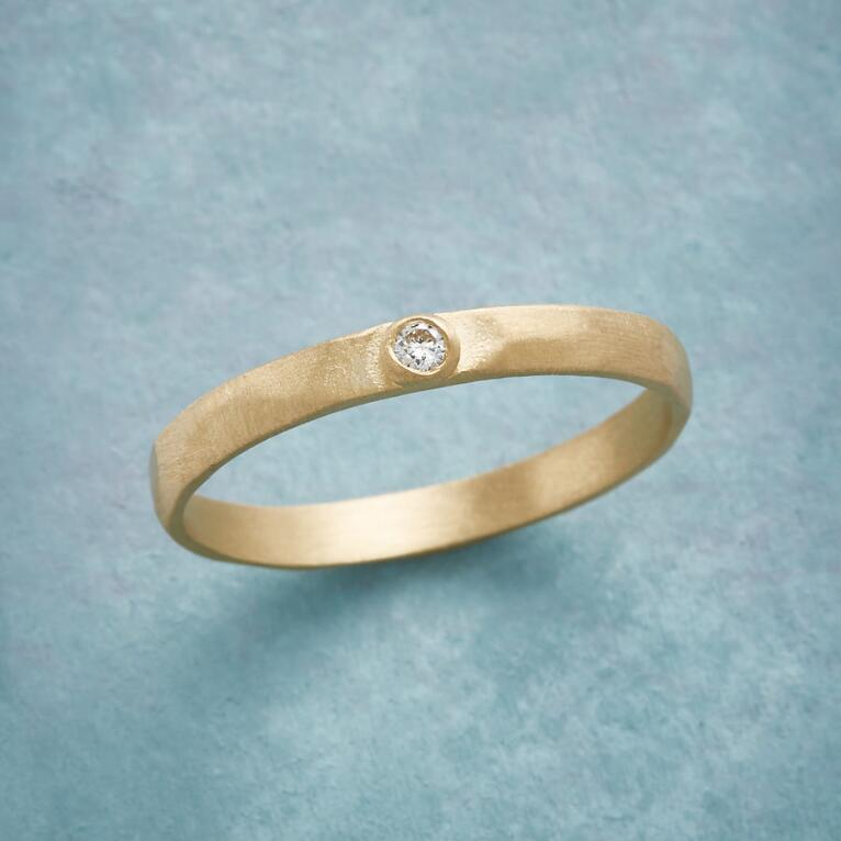 SIMPLE IS BEST DIAMOND RING