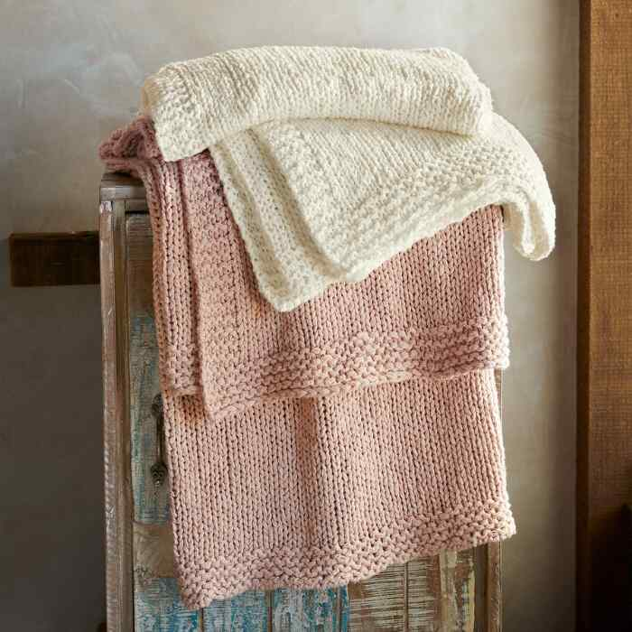 INDULGE ORGANIC THROW