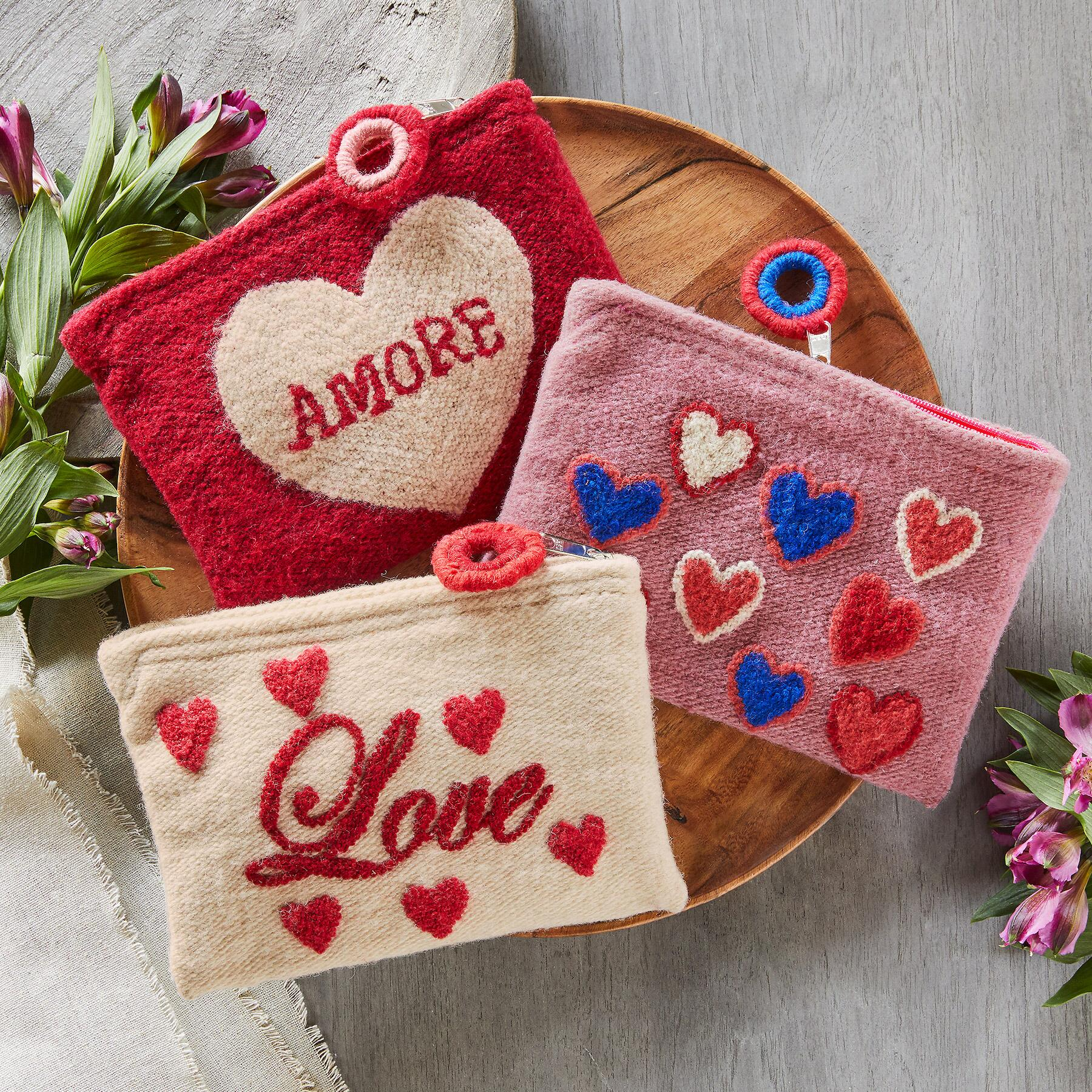 HEARTFUL POUCH: View 1