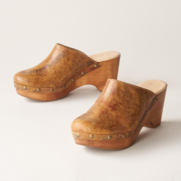CORIANNE CLOGS