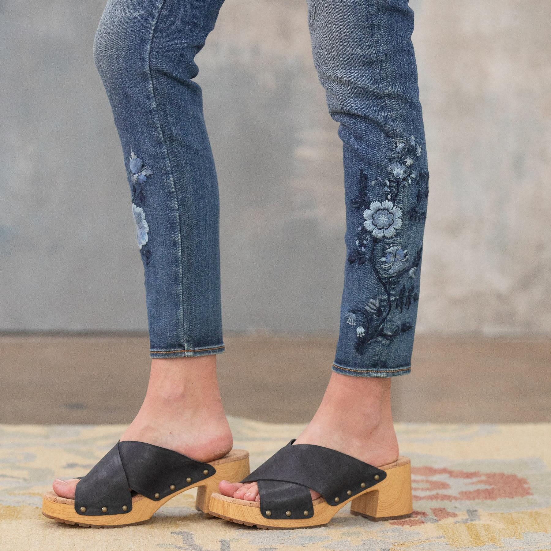 JACKIE BLUE FLORAL HIGH RISE ANKLE JEANS: View 8