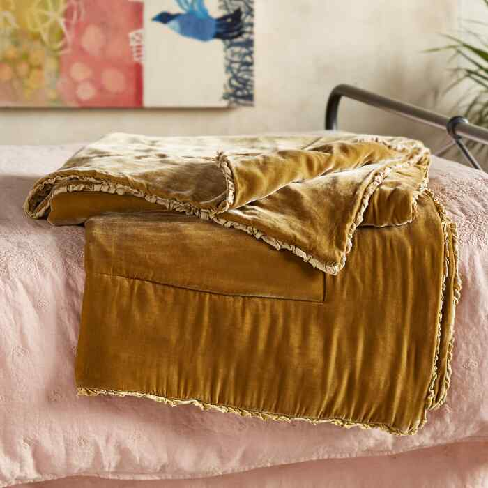 ALICE VELVET THROW
