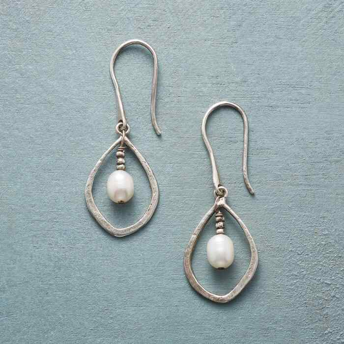 PIVOTING PEARL EARRINGS