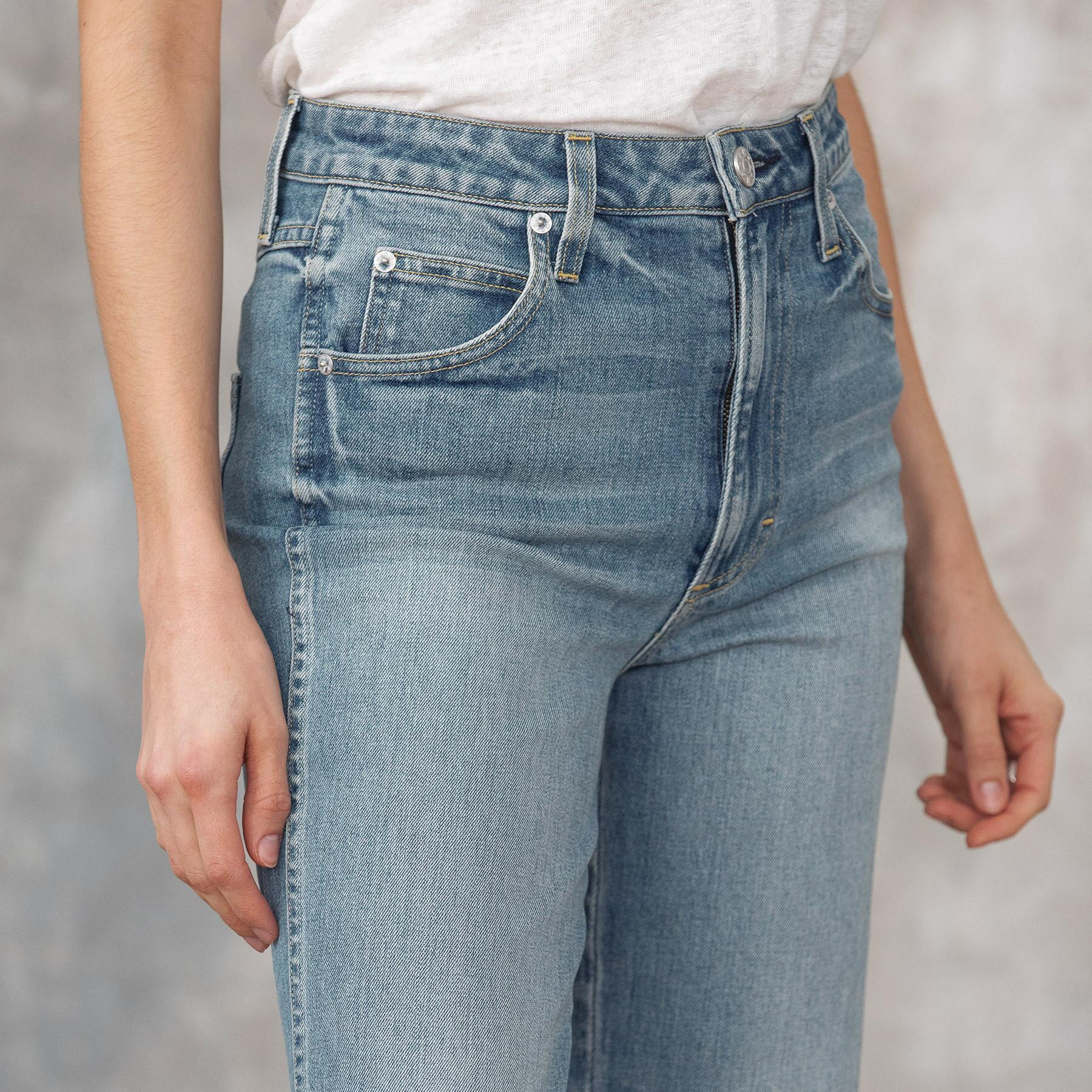 HIGH RISE KICK CROPPED JEANS: View 3