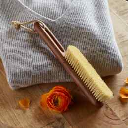 SCANDINAVIAN DESIGN CLOTHING BRUSH