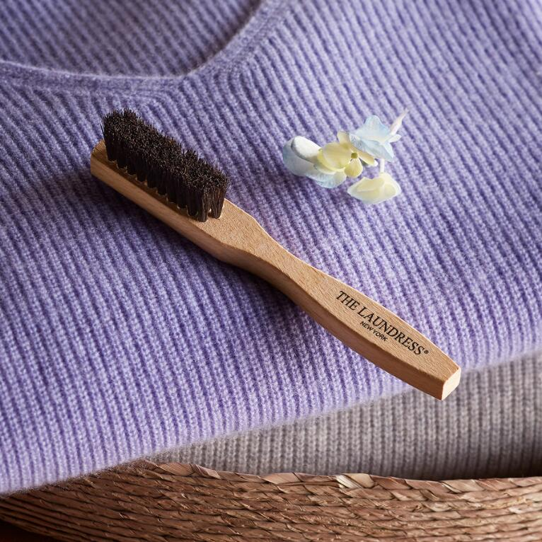 ESSENTIAL STAIN REMOVER BRUSH