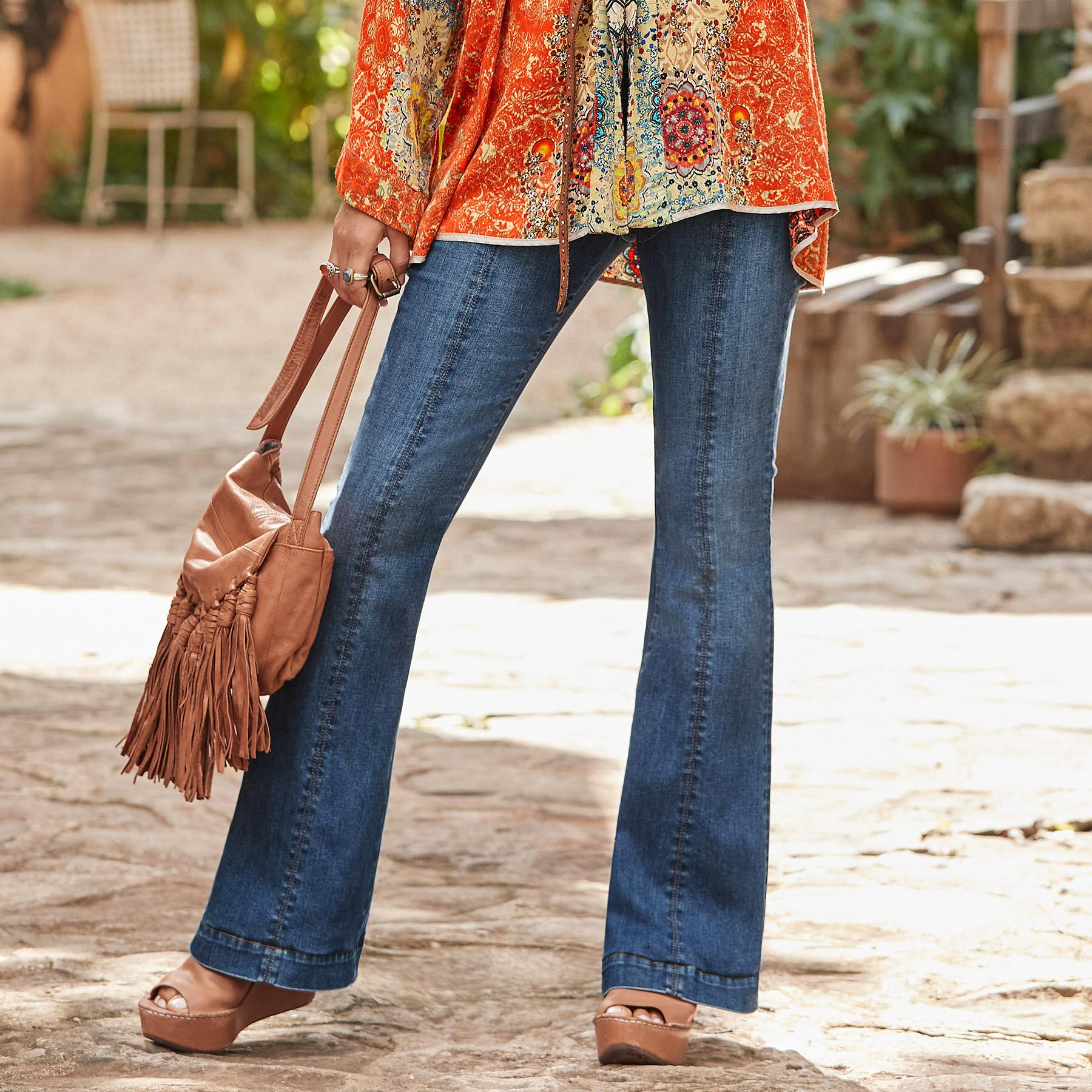 KELLY COIN POCKET BOOTCUT JEANS: View 1