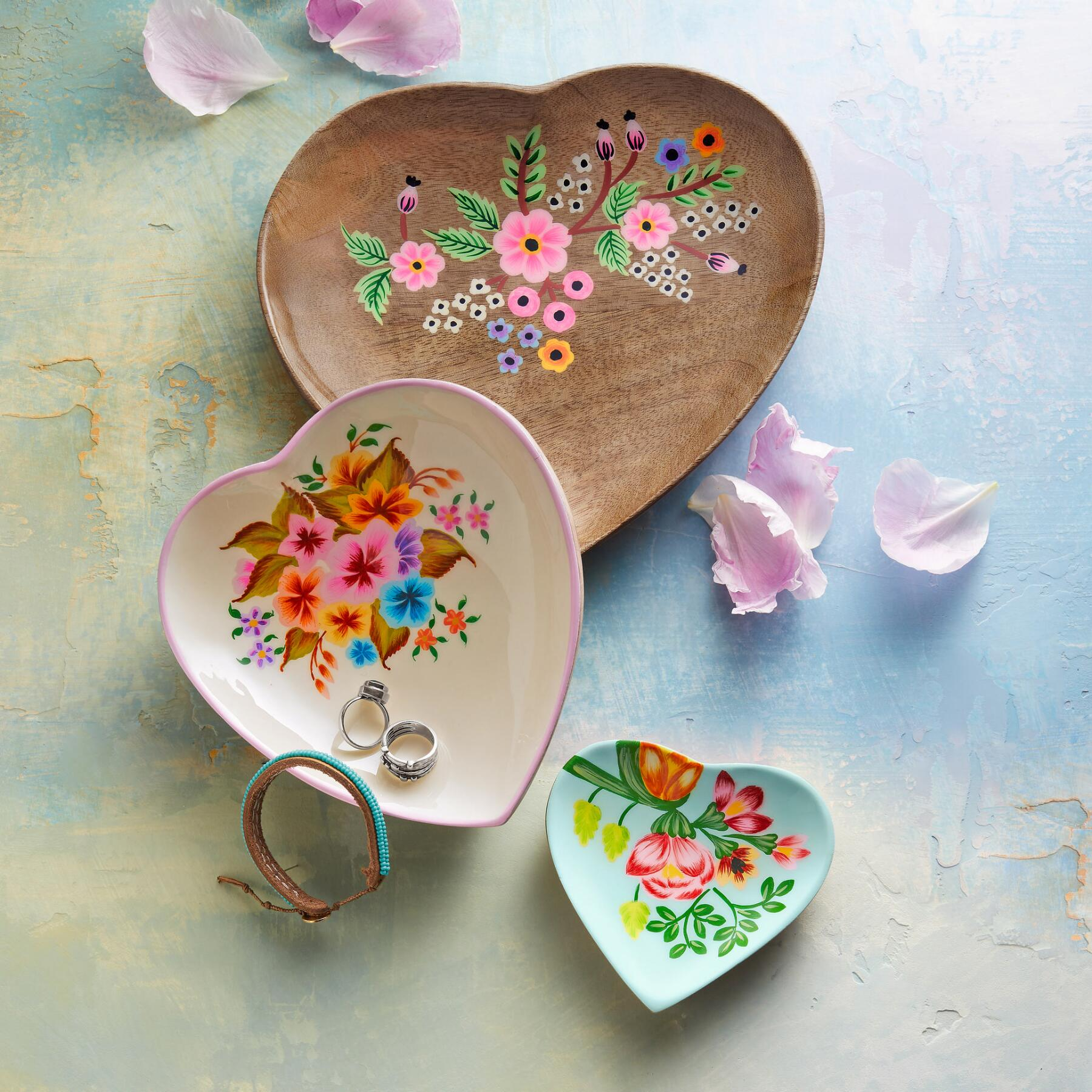 HEARTS ABLOOM SMALL DISH: View 2