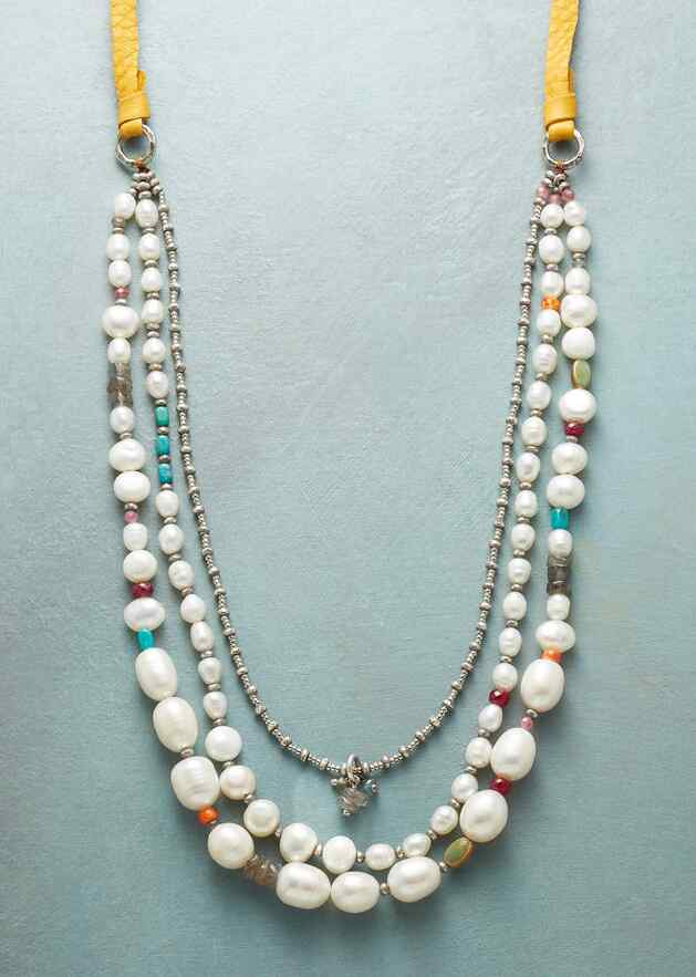 SPOTLIGHT ON PEARLS NECKLACE