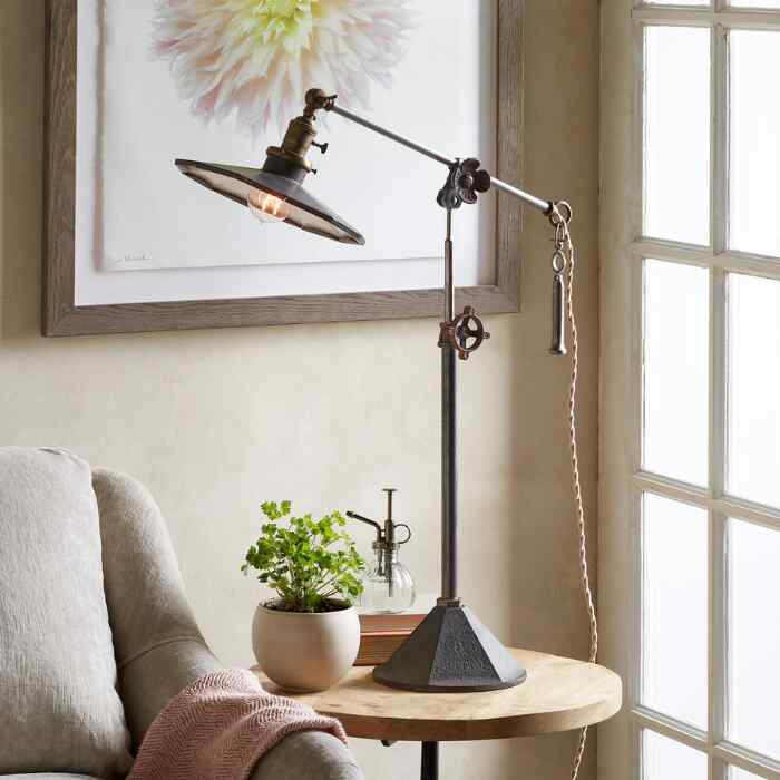 WILMINGTON TABLE LAMP