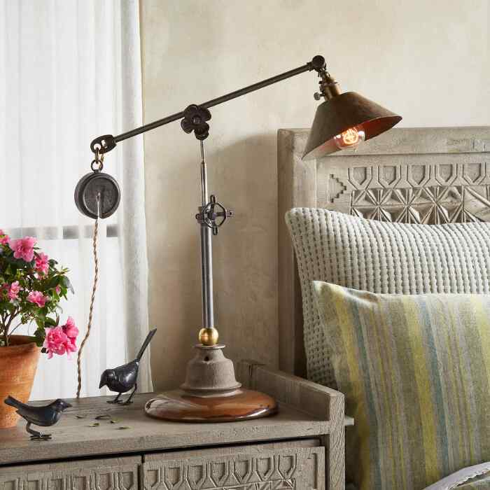 GROVER TABLE LAMP