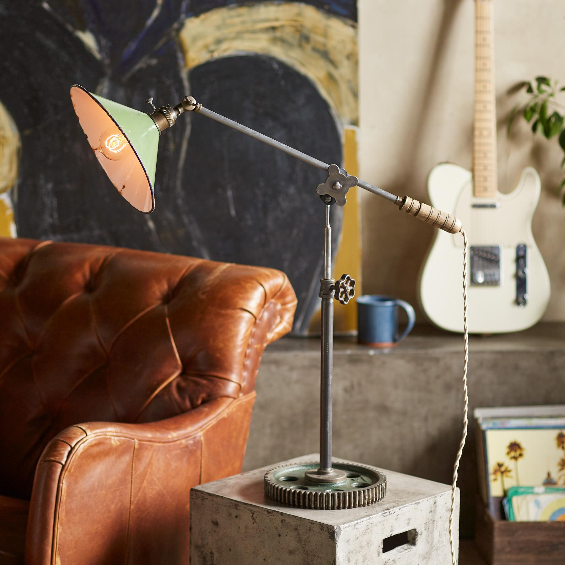 HARVEY TABLE LAMP: View 1