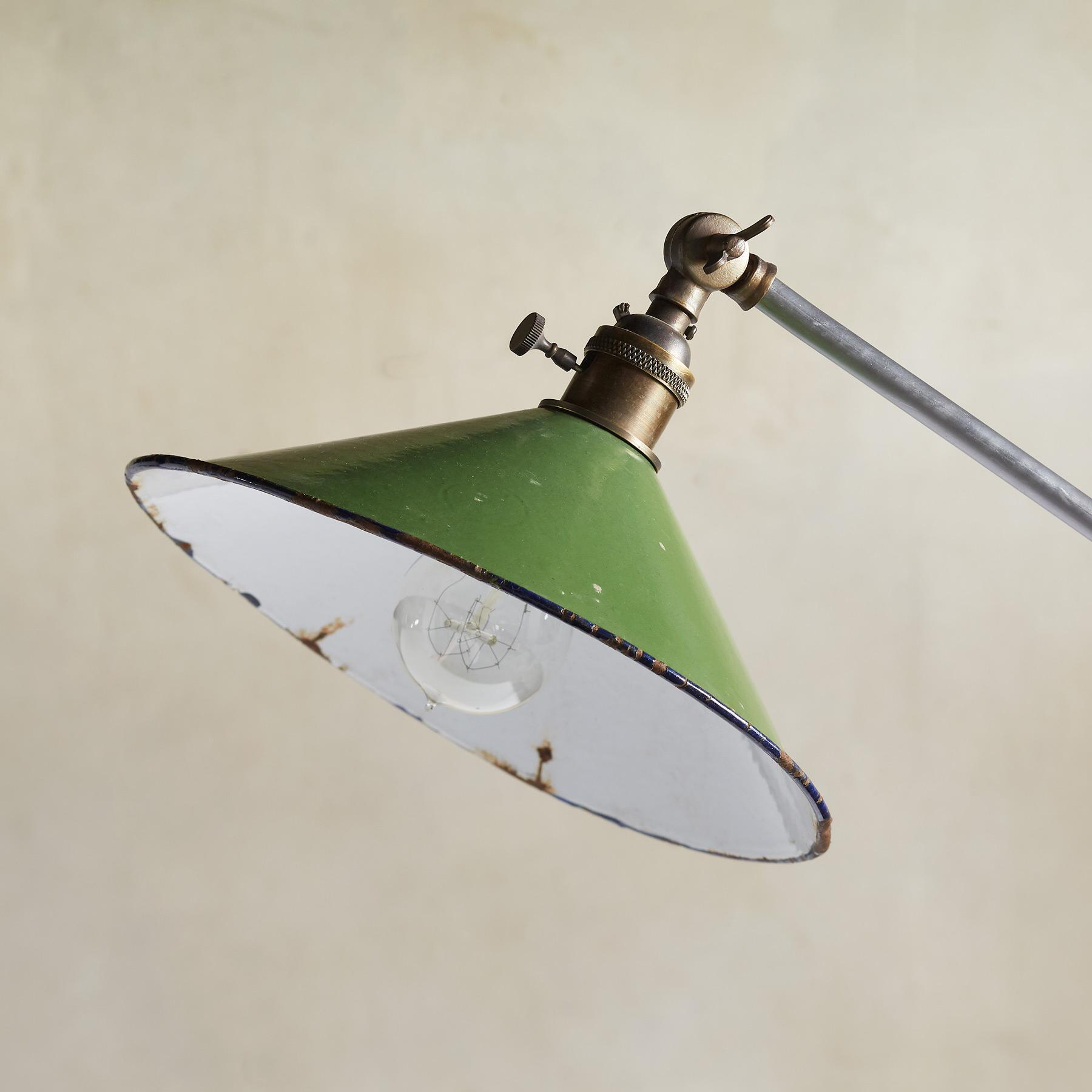HARVEY TABLE LAMP: View 2