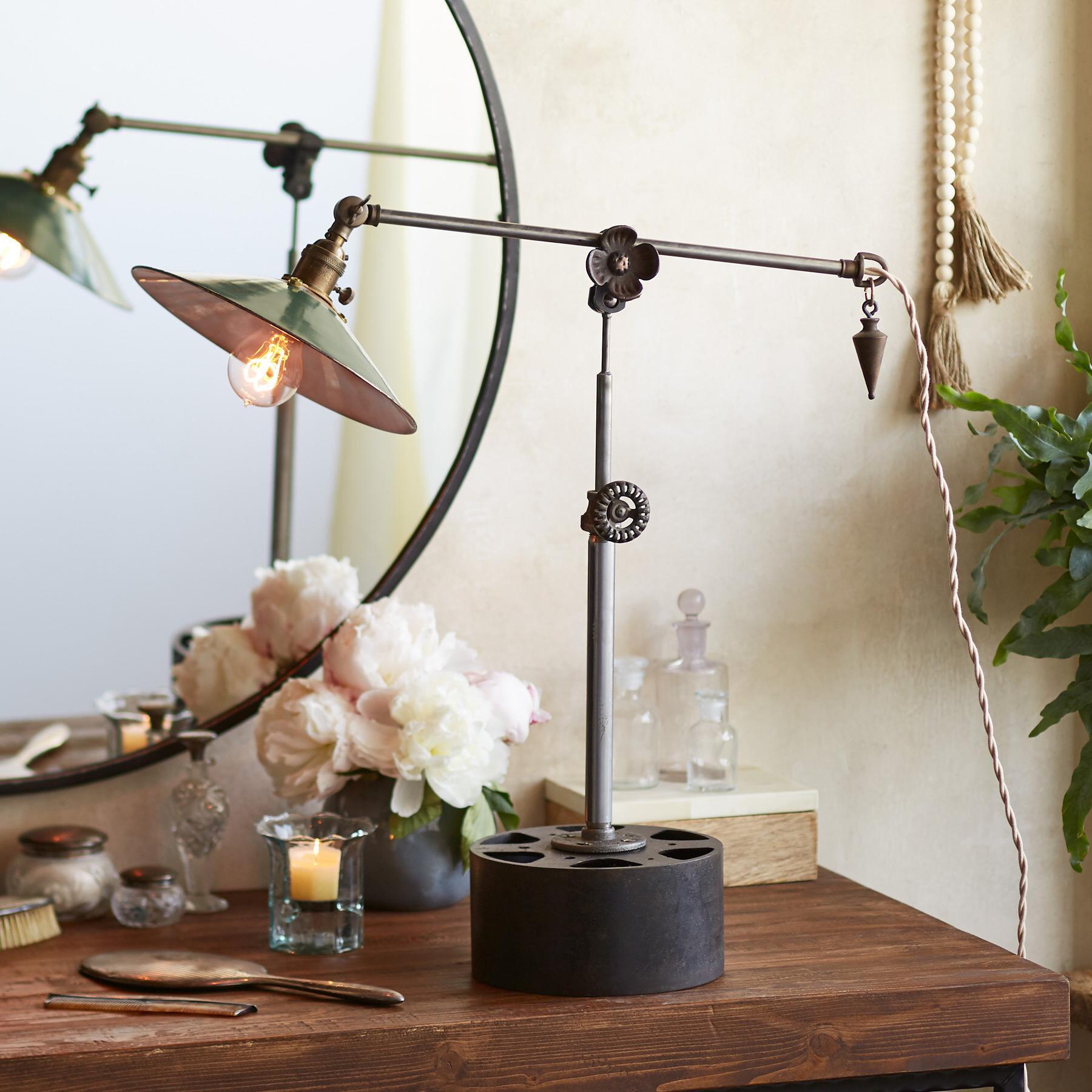 MORROW TABLE LAMP: View 1