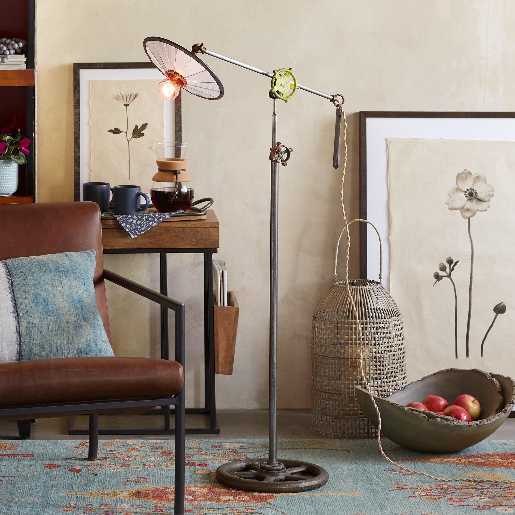 VEGA FLOOR LAMP: View 1