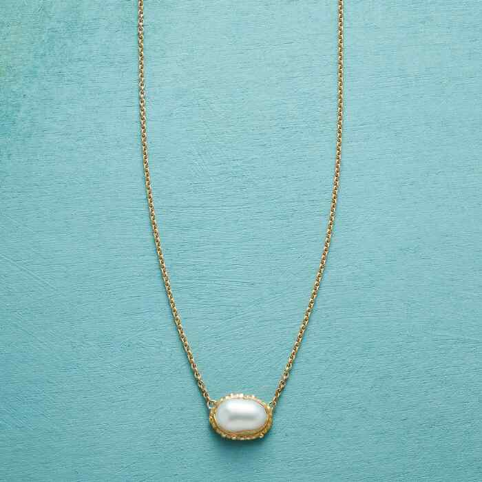 PORTRAIT IN PEARL NECKLACE