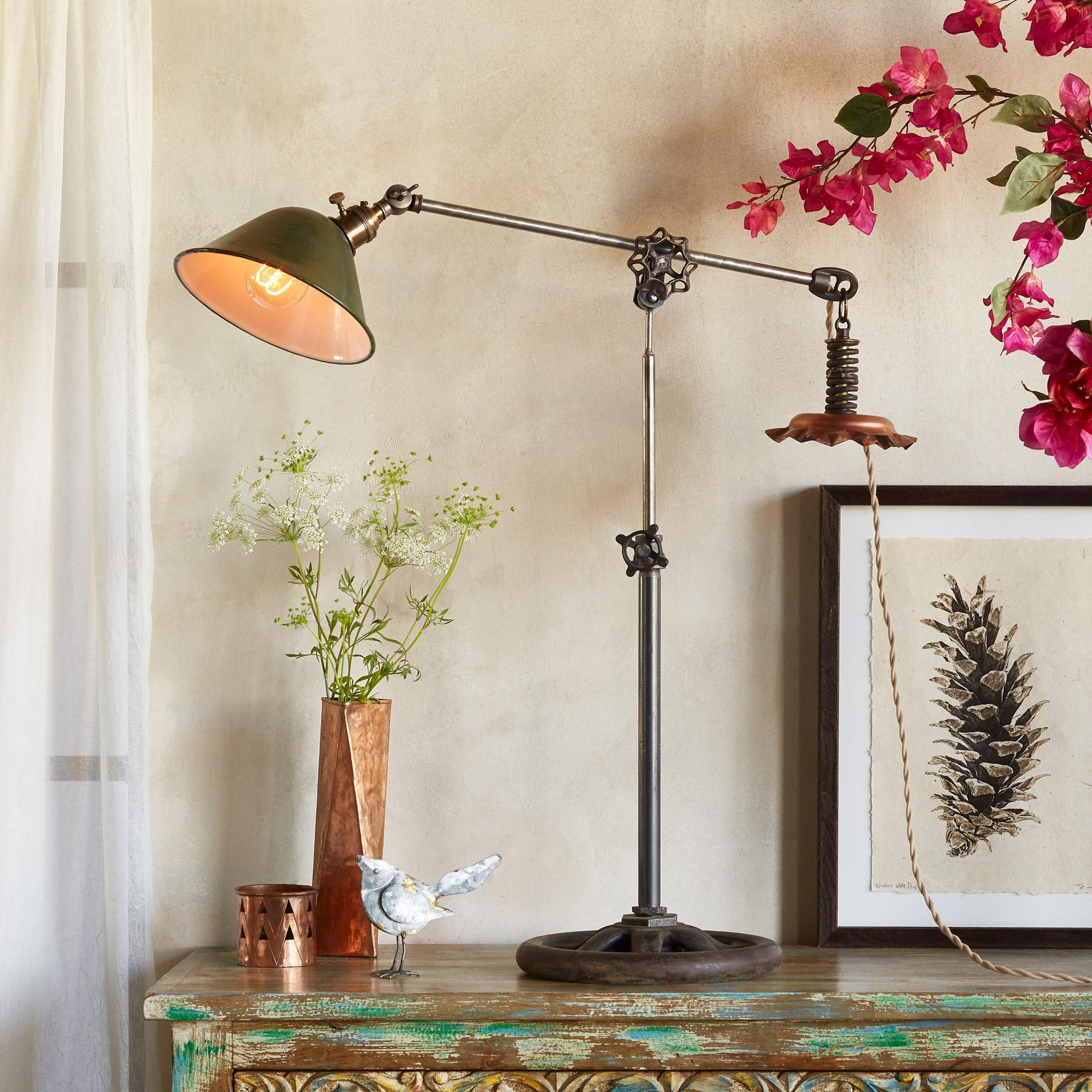 SANFORD TABLE LAMP: View 1